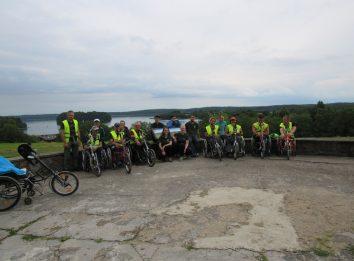 maratono dalyviai prie plateliu ezero